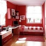 Красные стены в детской комнате