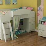 Мебельный гарнитур для маленькой детской комнаты