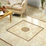 Керамическая плитка с узорами на полу