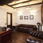 Кожаные диваны в кабинете