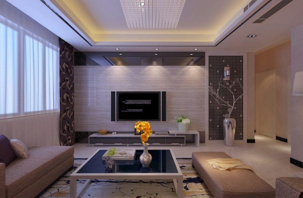 Потолок со встроенными светильниками и люстрой
