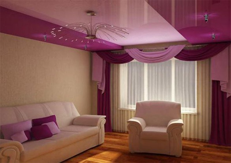 Комбинированный потолок в интерьере зала