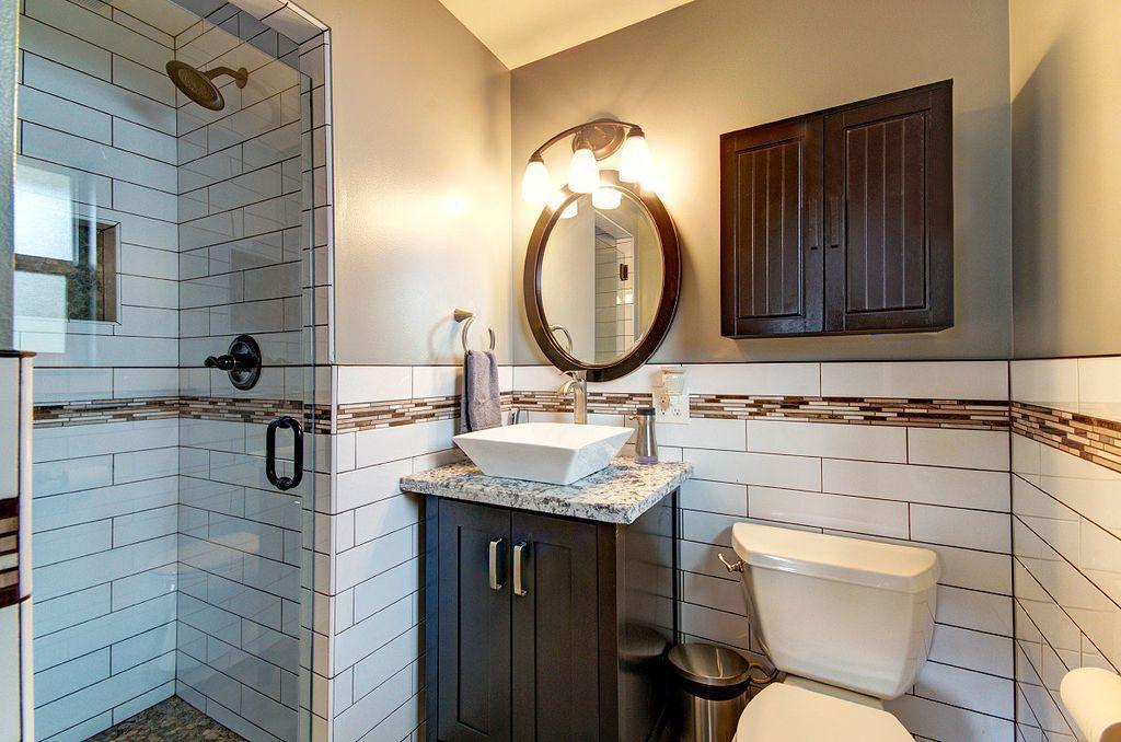 Дизайн туалета с ванной