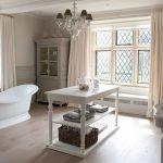 Интерьер для большой ванной в доме