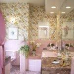 Розовый декор ванной