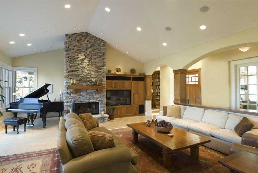 Параллельная планировка гостиной в загородном доме