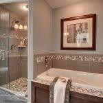 Картина в интерьере ванной