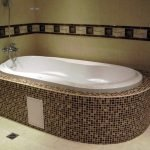 Ванна с душем на стене