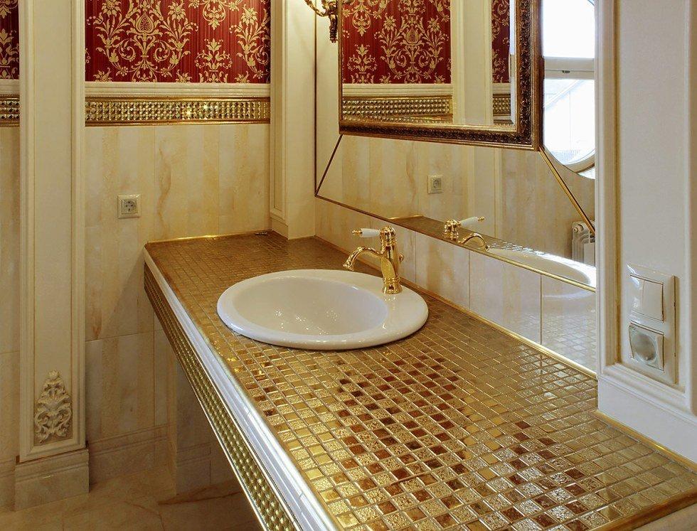 Облицовка мозаикой небольших элементов в ванной