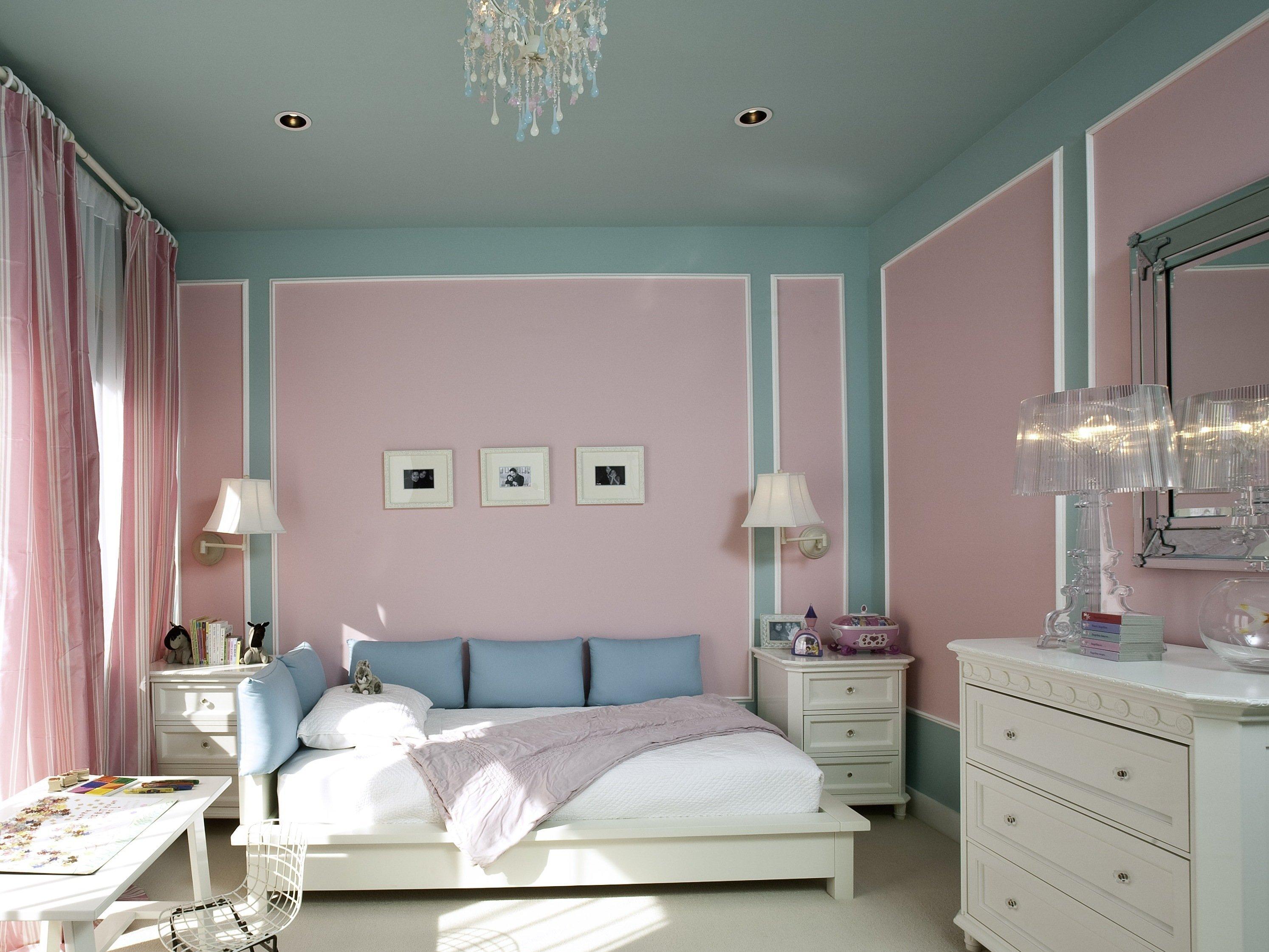 Крашеные стены в спальне