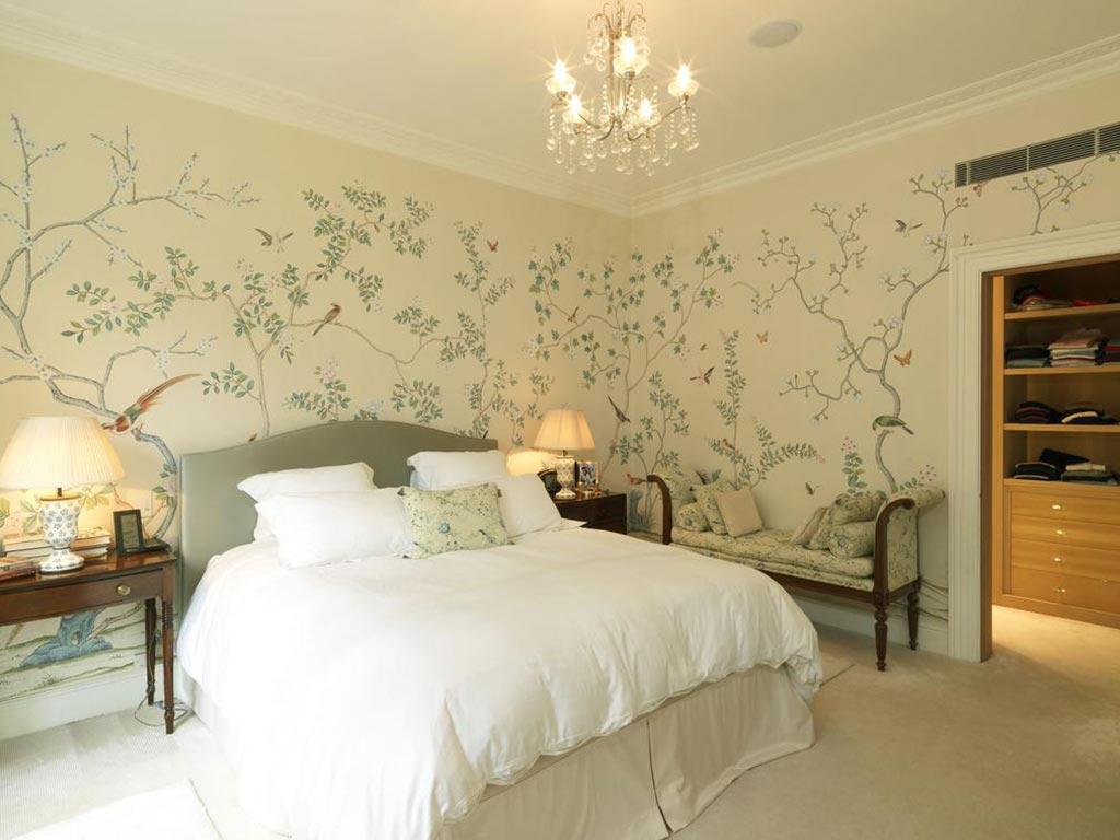 Орнамент на стене в спальне