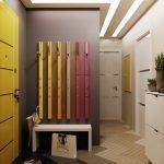 Сочетание желтой двери и серых стен