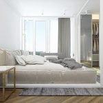 Светлая комната с большим окном