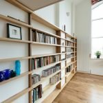 Длинные деревянные полки для книг