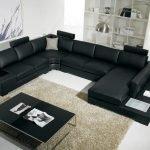 Большой черный диван