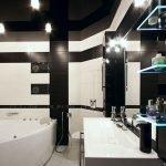 Черно-белый дизайн ванной
