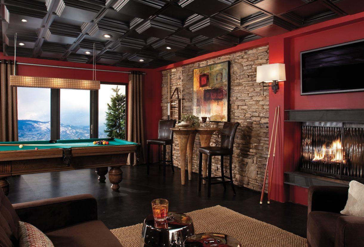 Деревянный потолок черного цвета