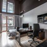 Черный потолок в маленькой квартире