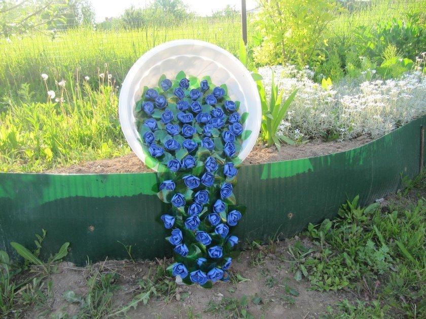 Декор пластиковыми бутылками на участке