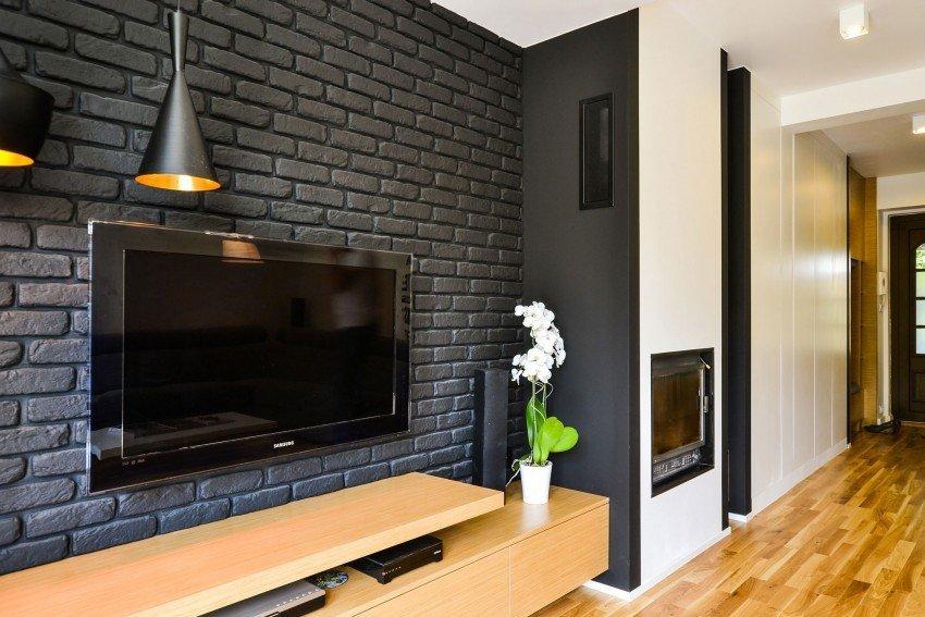 Декоративный кирпич на стене