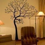 Лампа у кресла