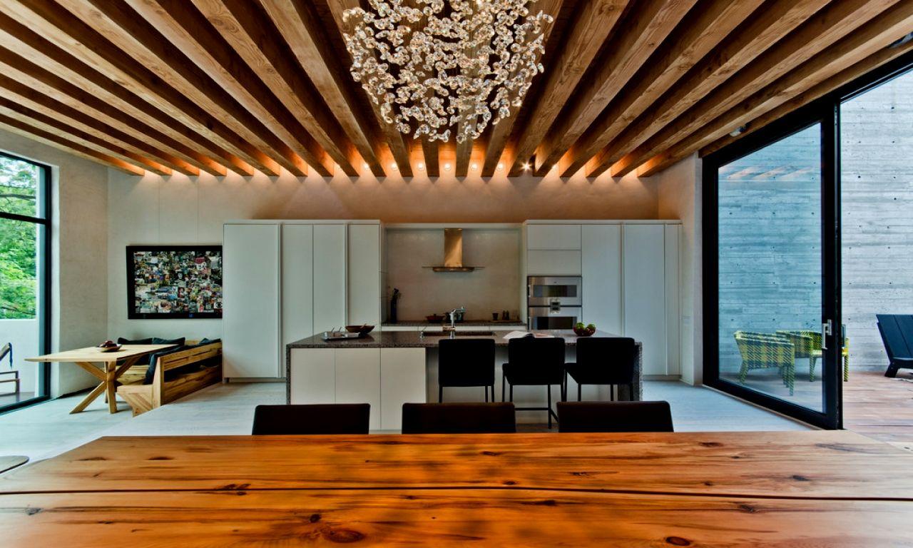 Светодиодная подсветка на деревянном потолке