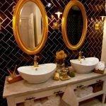Зеркала в ванной с позолотой