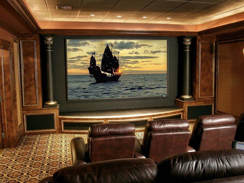 Домашний кинотеатр в цоколе