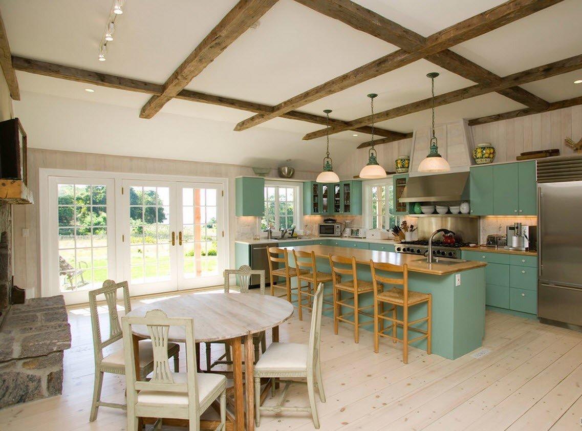 Кухня-столовая в загородном доме