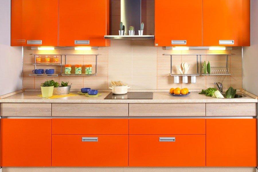 Декор оранжевой кухни в квартире