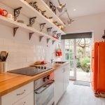 Оранжевый холодильник