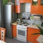 Кухня в оранжевых тонах в квартире