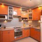 Светодиодная подсветка на оранжевой кухне