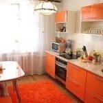 Красочная кухня в оранжевых тонах