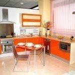 Кухня в стиле модерн оранжевого цвета