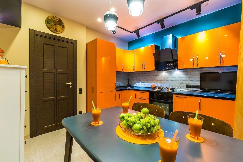 Яркая подсветка на кухне