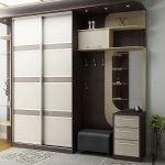 Модульный шкаф в прихожей
