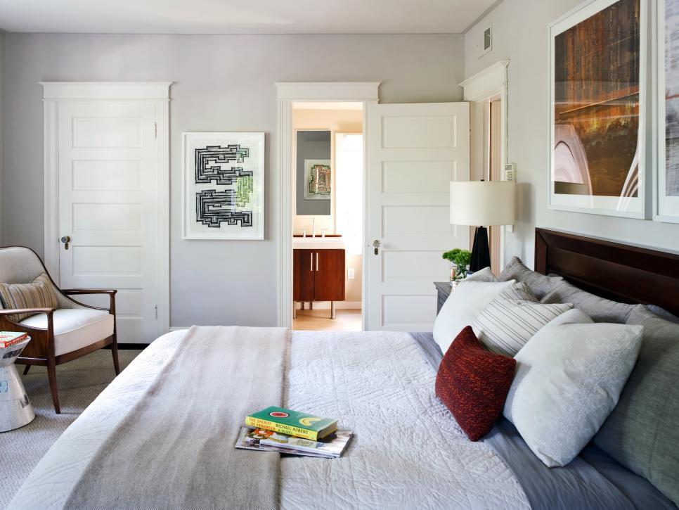 Небольшая спальня в доме