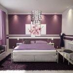 Лиловые стены в спальне