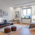 Кожаные пуфики в интерьере квартиры-студии 26 кв м
