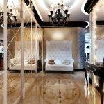 Зеркало с подсветкой на стене