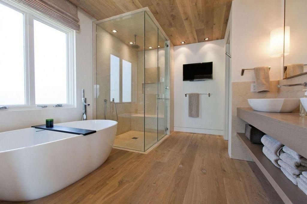 Душевая кабина и ванна в одной комнате