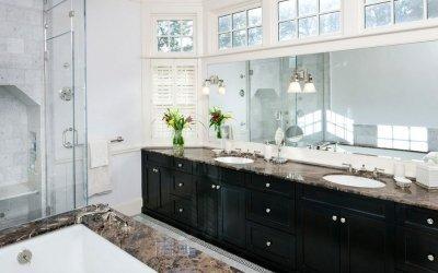 Дизайн ванной комнаты с окном +75 фото