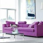 Яркий диван в интерьере