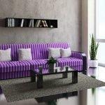 Полосатый фиолетовый диван