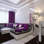 Широкий диван фиолетового цвета