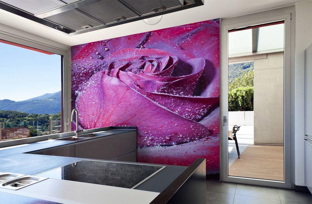 Фиолетовые розы в декоре кухни