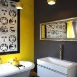 Люстры горчичного цвета в ванной