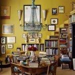 Картины на стене горчичного цвета