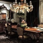 Шикарная мебель и люстра в интерьере